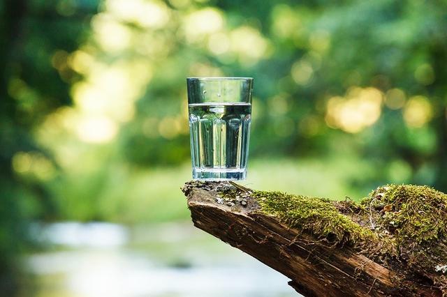 画像: 水を枕元に置いておく習慣を!