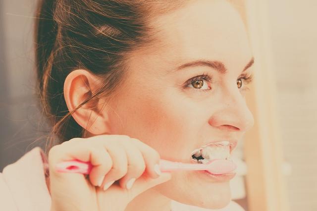画像: 口臭に悩んでいる女性は多い
