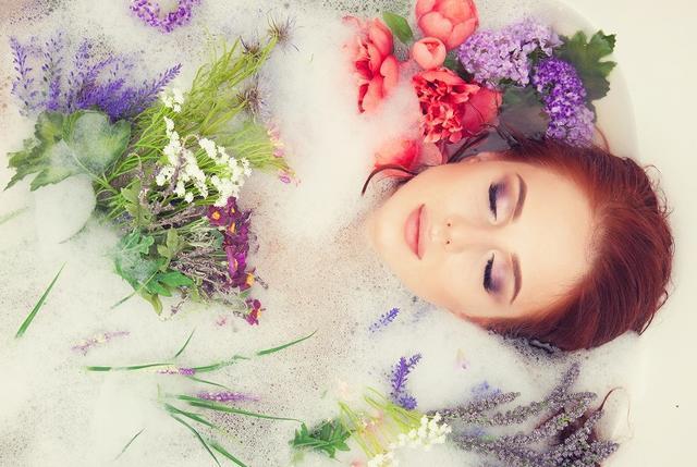 画像: 発汗量は岩盤浴の3倍!酵素風呂でキメの細かいふっくらとした肌に - Curebo(キュレボ)|毎日を輝かせたい女性のためのニュースメディア