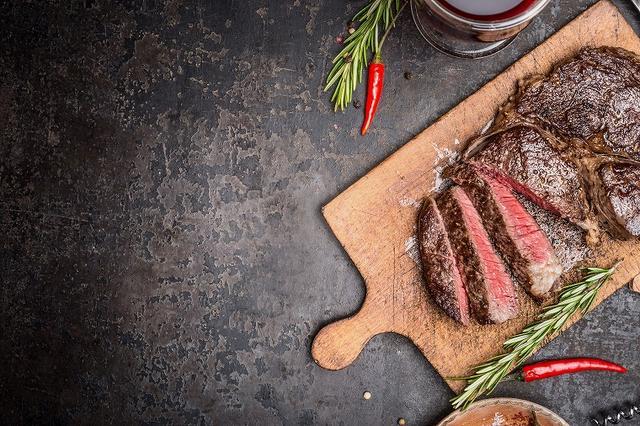 画像: 肉類は牛肉や豚肉を優先して食べましょう