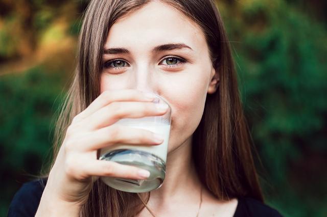画像: ① 青汁+牛乳