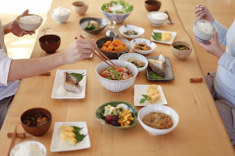 画像: 無理な食事制限はやめ、栄養バランスを考える