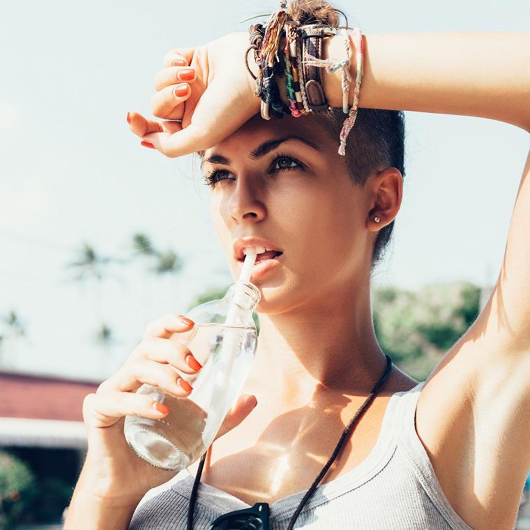 画像: 便秘は脱水症状のサイン!?排便を促す水の飲み方 - Curebo(キュレボ)|毎日を輝かせたい女性のためのニュースメディア