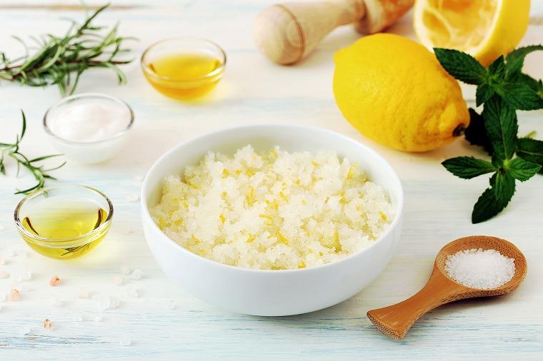 画像: 便秘スッキリお肌ツルツル!デトックスウォーター「塩レモン水」の効果 - Curebo(キュレボ) 毎日を輝かせたい女性のためのニュースメディア