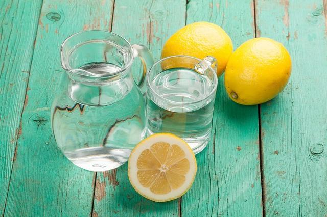 画像: 塩レモン水は腸内環境を整えるドリンク