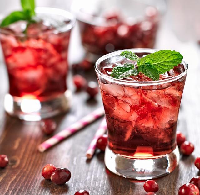 画像: 飲むだけでキレイな白肌に!?赤い飲み物が美白をサポートする - Curebo(キュレボ)|毎日を輝かせたい女性のためのニュースメディア