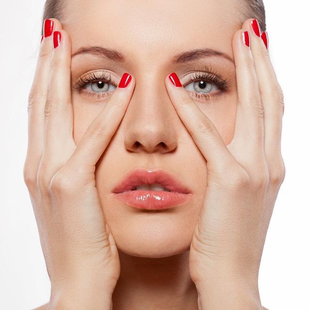 画像: 美白成分を浸透させるフェイスリンパマッサージ方法 - Curebo(キュレボ)|毎日を輝かせたい女性のためのニュースメディア