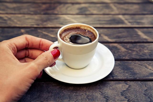 画像: カフェインはターンオーバーを乱す可能性も…
