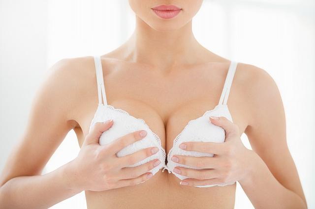 画像: 痩せても胸はそのままに!ダイエット中にも効果的なバストマッサージ - Curebo(キュレボ)|毎日を輝かせたい女性のためのニュースメディア