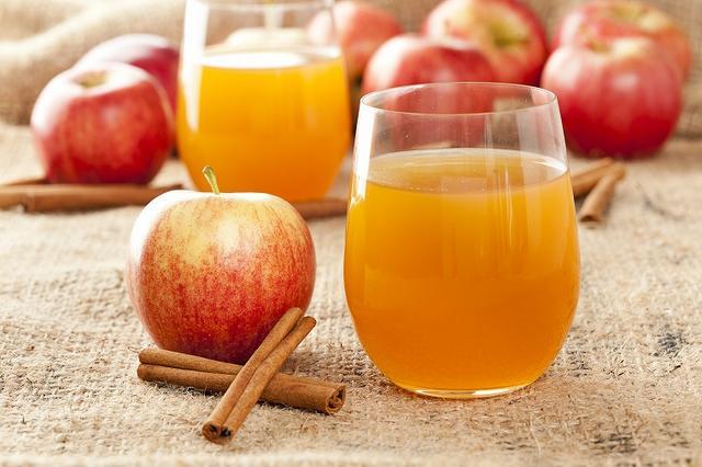 画像: 【便秘を改善する飲み物④】りんごジュースの効果 - Curebo(キュレボ)|毎日を輝かせたい女性のためのニュースメディア