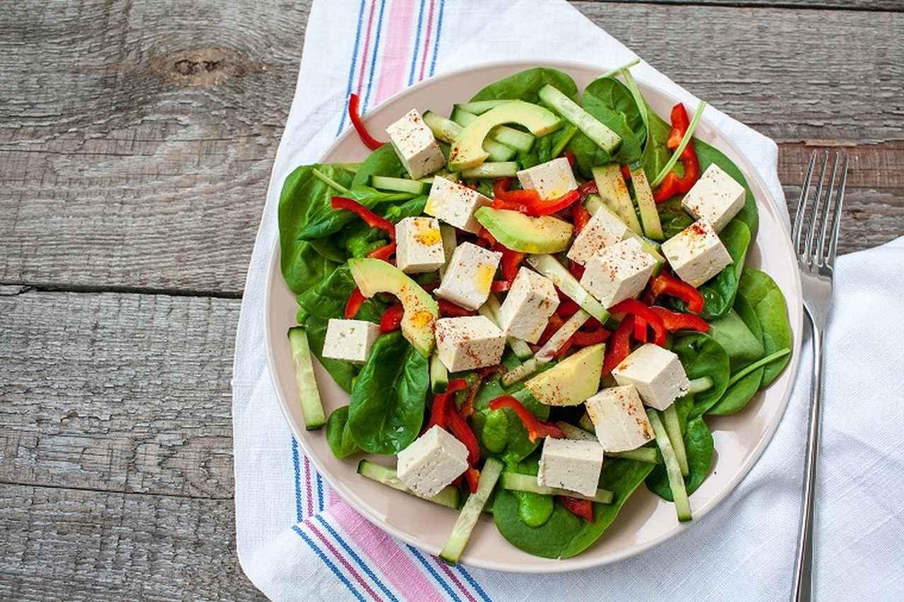 画像: ① 豆腐とアボカドのサラダ