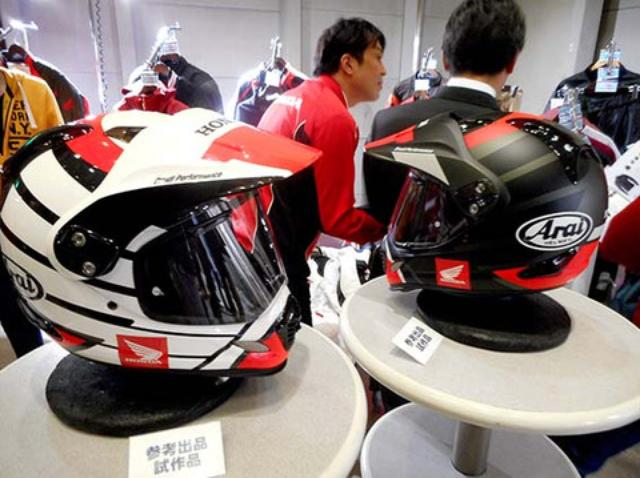 画像1: 新型?イベントで気になるヘルメットを発見??