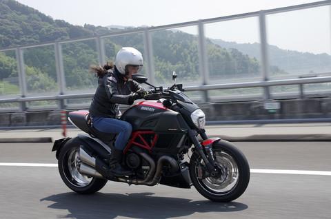 画像1: 【女子レポ!!】初めてのDUCATI! ディアベルに乗っちゃいました!(朱香)