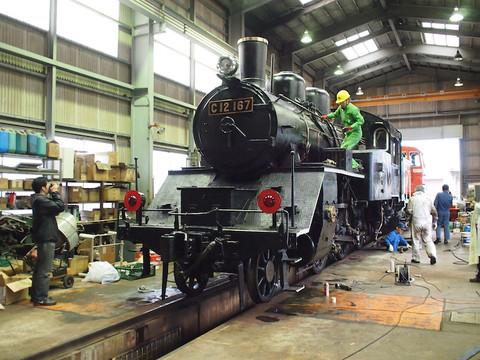 画像: 最終確認をする若桜鉄道&関係者の皆さん