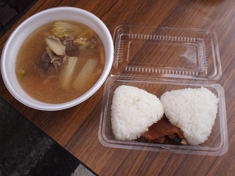 画像: ジビエ汁と地元で獲れたお米。