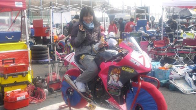 画像: How cute. Rider Mayumi Shibata is a 17 year-old high school student.