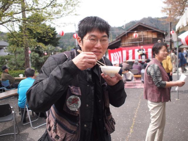 画像: 「僕は若桜に来る時は空腹できます」 と隼駅でお会いして、ガイドしてくれた平山さん。