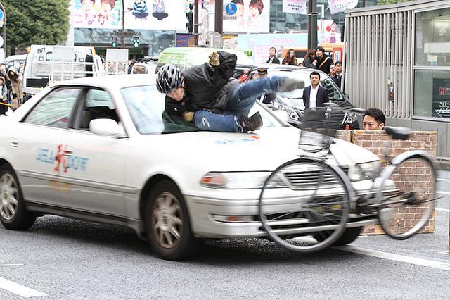 画像: ド迫力の事故再現に、見物客からは驚きの声も聞こえてきました。