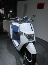 画像4: <理子の東京モーターショー2013見聞録>かわいいお姉さんと、かわいいバイク(ホンダ編 その2)