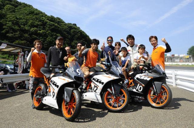 画像: RC250と125のKTM軍団。KTM新潟さんとKTMジャパン連合軍で、メディアチーム連合軍 としてReiくん&藤原明子さんご夫妻とチームを組みました!