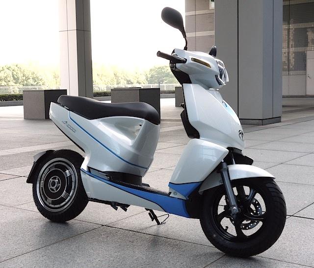 画像1: 世界初! スマートフォン連携機能を備えた電動スクーター「A4000i」をテラモーターズが発表!