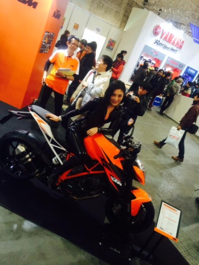 画像9: 大阪モーターサイクルショー2014、たっぷり満喫中!(福山理子)