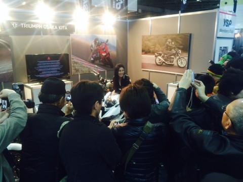画像10: 大阪モーターサイクルショー2014、たっぷり満喫中!(福山理子)