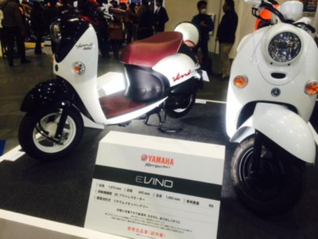 画像: 右は電動の「EVINO(試作車)」です。