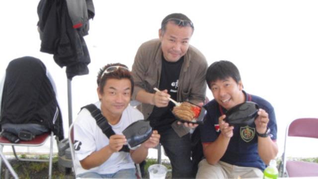 画像: 中村さん(右)の意地悪。笑顔はいいから、あたしにオクレよぉ~) そして杉本さん(中央)ありがとう〜!!
