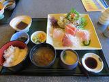 画像: これが刺身膳(税抜1800円)。 値段だけ聞くと高い気がするかもしれないけど、食えば納得です。