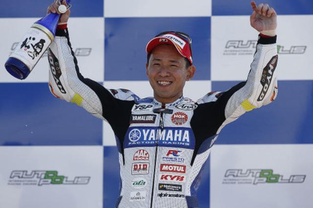 画像: 中須賀克行+YZF-R1 もう少しモタつくと思っていましたが、もう勝っちゃった!