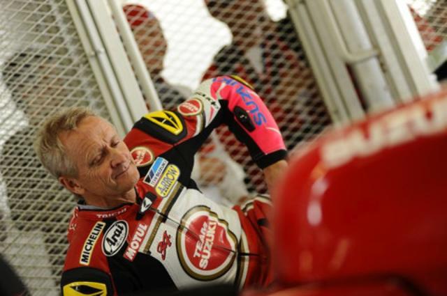 画像: ラッキーストライクカラーのRGV-Γをライドしたケビンさん。胸ロゴがラッキーでないのは GP走ってる当時にも時々ありました。オトナの事情ってやつです