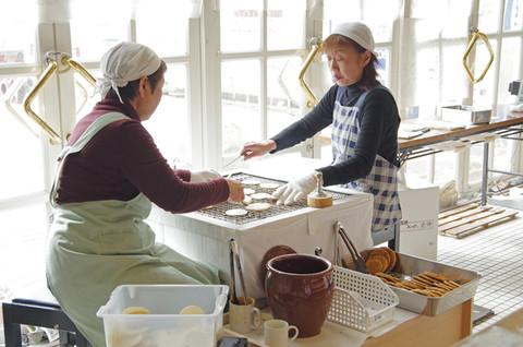 画像: ↑ぬれ煎餅 (撮影/盛長幸夫)