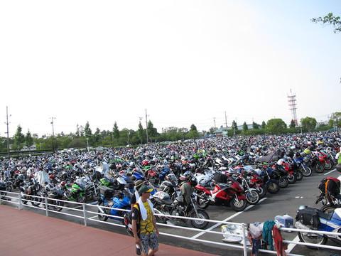 画像: こちらは16時頃のバイク用駐車場の様子です。