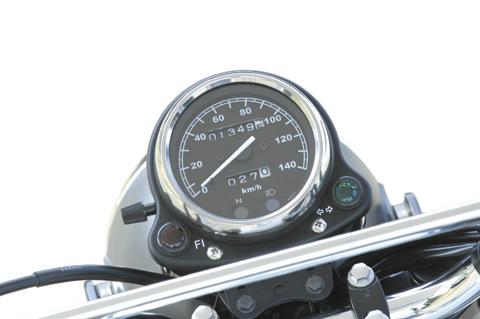 画像: 140km/hスケールのアナログ速度計には、トリップ&オドメーターも装備。