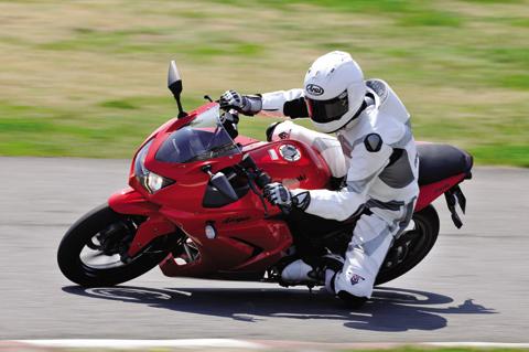 画像: <試乗ダイジェスト>KAWASAKI Ninja250R(2010年モデル)