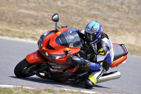 画像: <試乗ダイジェスト>KAWASAKI  ZZR1400(2009年モデル)
