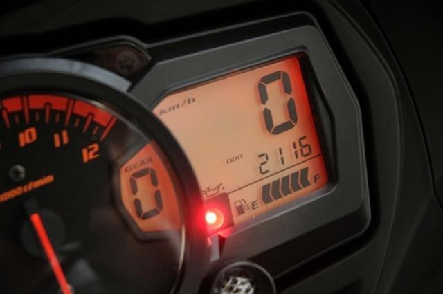 画像: インプレ開始時のオドメーターは2116km。さて、何km走れるのか……。