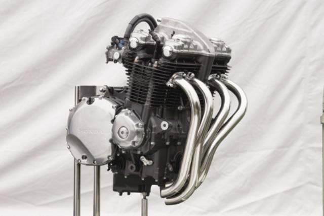 画像: フィン間隔や形状、厚みなど、美しく見えるエンジン、をテーマに設計された新世代空冷。この薄さの冷却フィンを成型するため、ロープレッシャーのダイキャスト技術を使用。防振ラバーなどがないのも美しい。