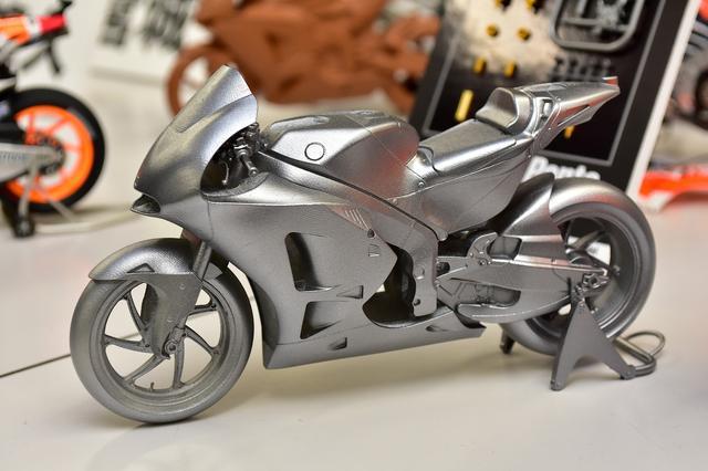 画像: 設計途中に形状を確認するために3Dプリンターで制作された試作モデル