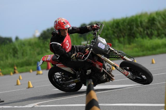 画像: Rider Yoshino, riding a CRF450X who aimed for consecutive victories dropped out due to the added penalty time in the second Heat, but he still came in third place in the first heat with a time of 1 minute and 44.846 seconds.