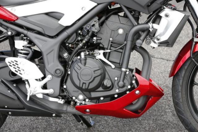 画像: エンジンはYZF-R25のパラレルツインをそのまま継承。180度クランク採用で、鍛造ピストン、オフセットシリンダーといった最新テクノロジーが惜しみなく投入されている。