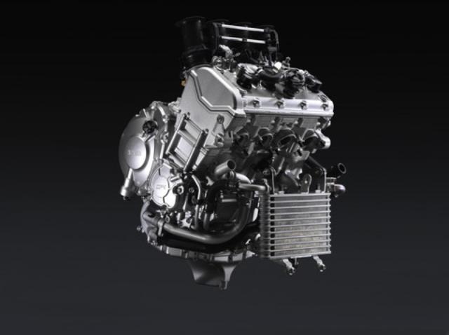 画像: 高回転化によるパワー獲得を目指した新作ユニットは、フリクションロス低減と軽量化のため、ロッカーアームを介したバルブ駆動を初採用。パワーも歴代最強の200PSだ。