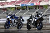 画像: メカニズムからスタイリングまで、あらゆるところにMotoGPマシン・YZR-M1の思想と技術が注ぎ込まれている新型R1。ボディカラーはSTDがブルー、レッド、ブラックの3色、Mはシルバー1色のみが設定されている。
