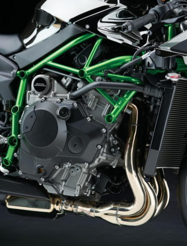 画像: スーパーチャージャーをの装着を前提に開発された過給エンジンを採用。後付した場合では得られない理想的なマッチングで高効率化を実現、200PSという強烈なパワーを誇る。