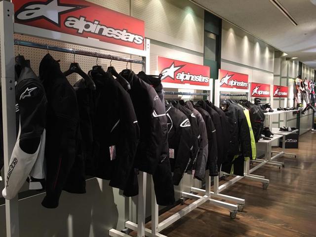 画像: まだまだ発売は先ですが、新作ジャケットもズラリ展示。現在アドベンチャーのジャンルは世界中で人気らしく、そこをターゲットにした商品も展示されていました。