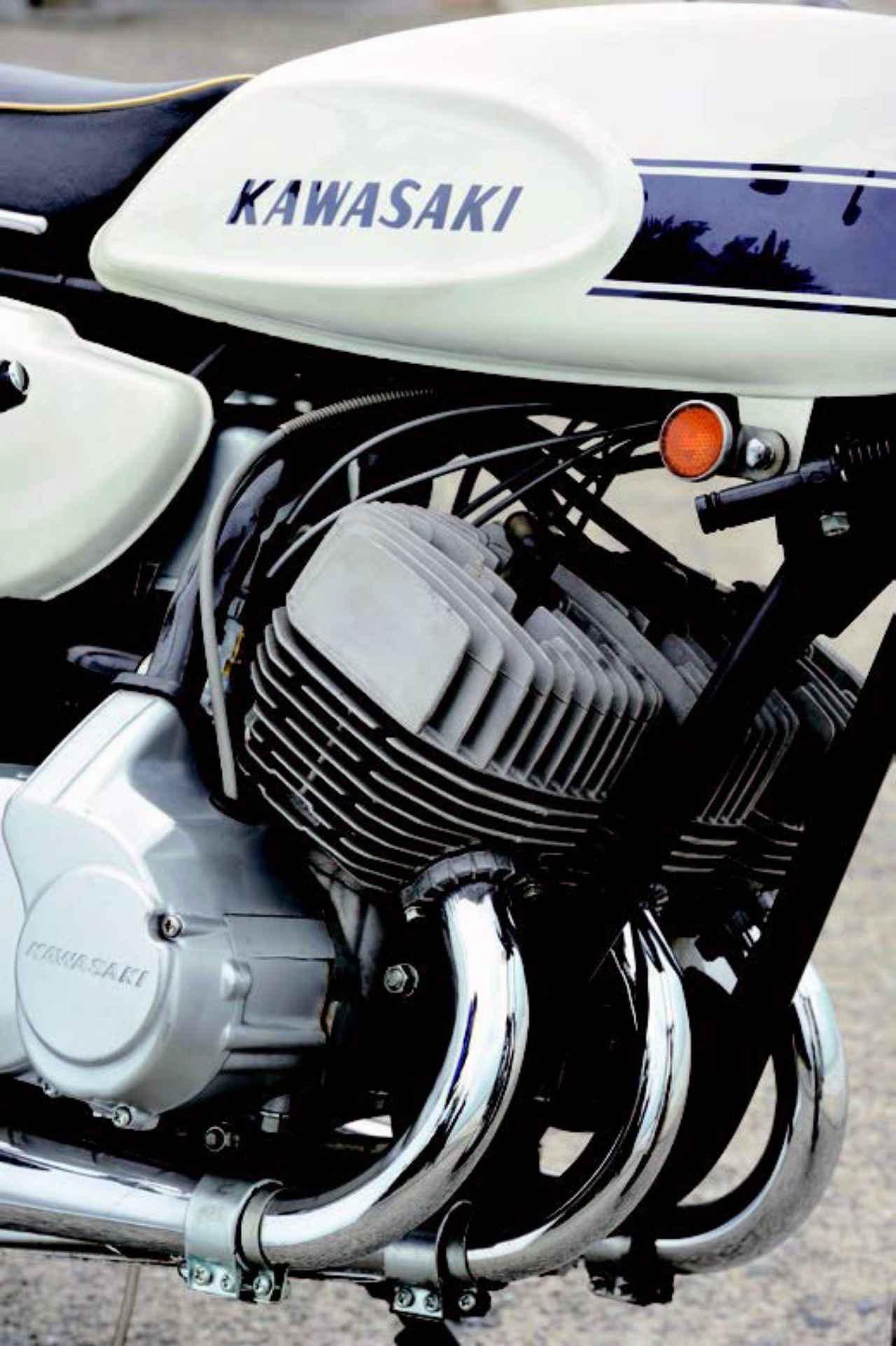 画像: 量産車初のCDI 点火方式を採用した最初期型の空冷ピストンバルブ3気筒エンジン。この長い冷却フィンも独特の金属音を発する一因となっている。