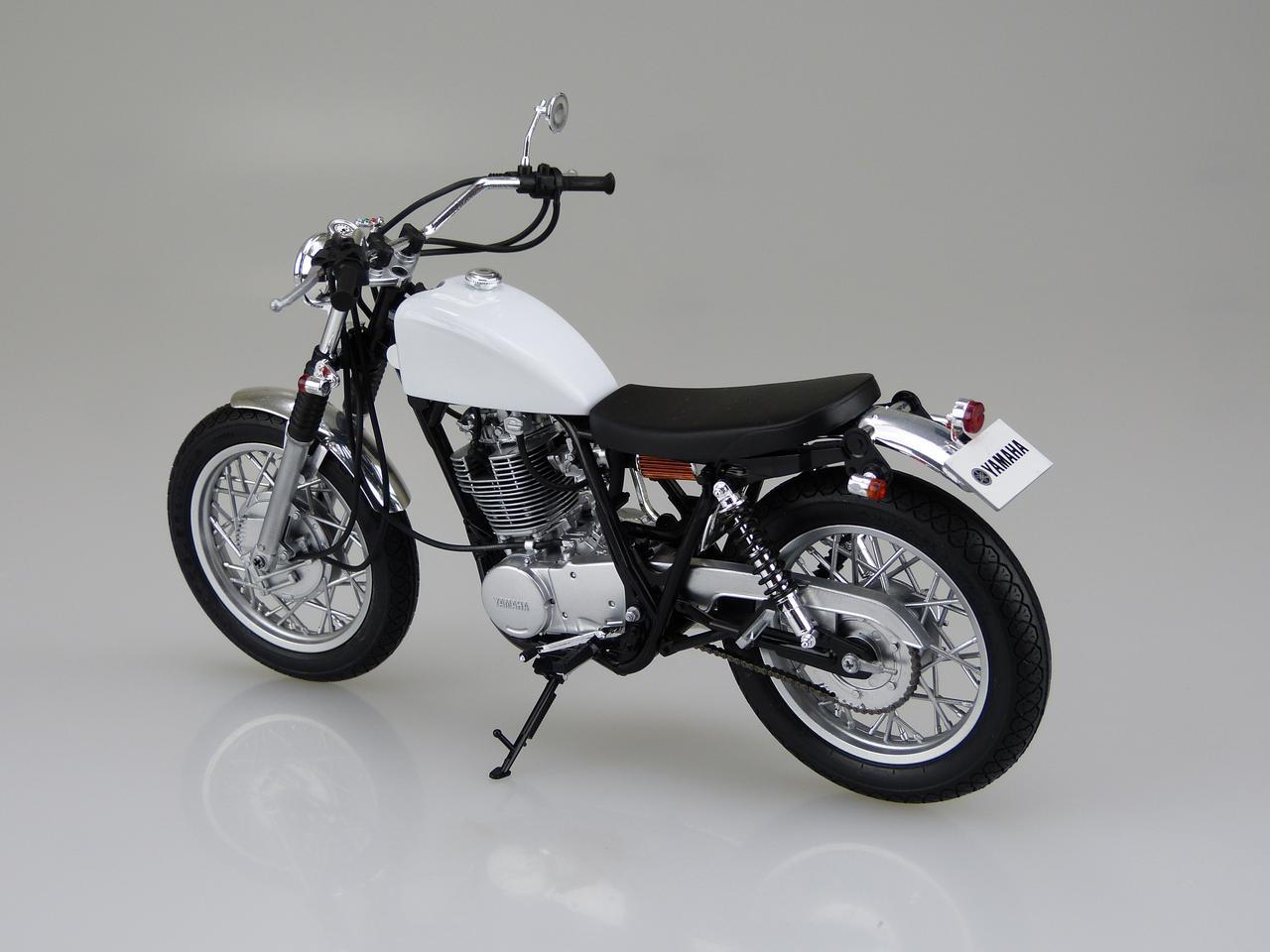 画像2: 1/12 バイク No.11 ヤマハ SR400S カスタムパーツ付き ■価格:2600円(税抜)※2016年5月発売予定