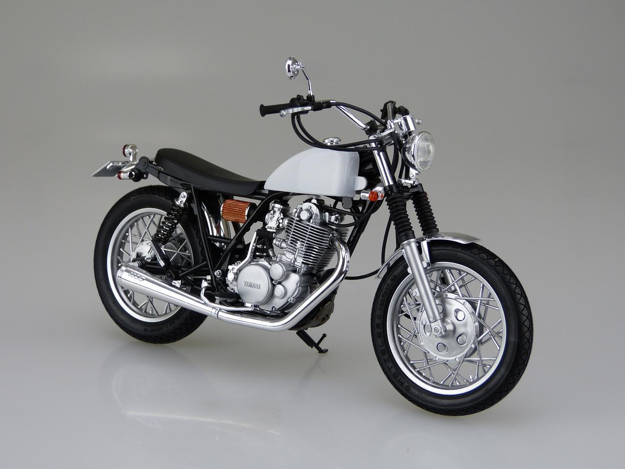 画像1: 1/12 バイク No.11 ヤマハ SR400S カスタムパーツ付き ■価格:2600円(税抜)※2016年5月発売予定