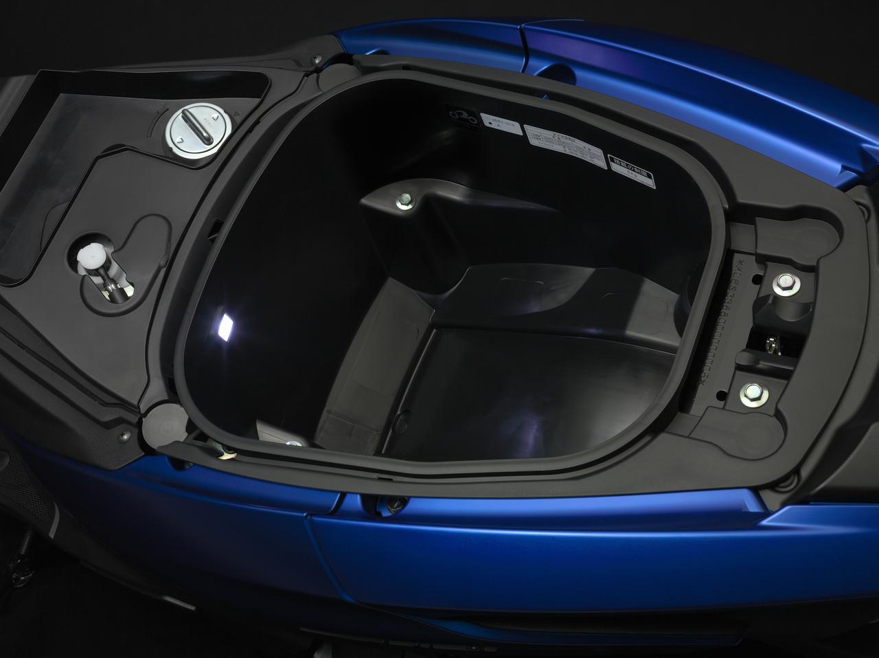 画像: シート下には容量23.5Lの収納スペースを確保する。
